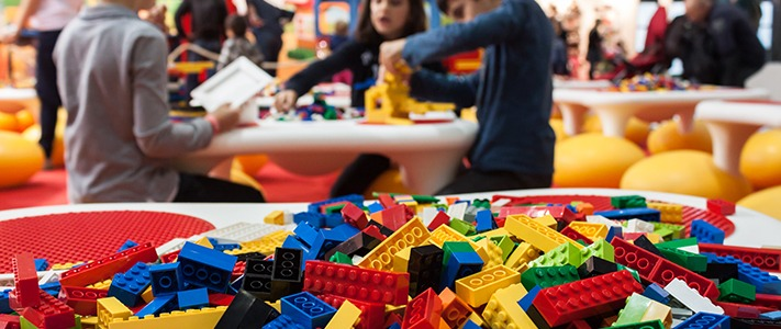 children-playing-with-lego-711x300