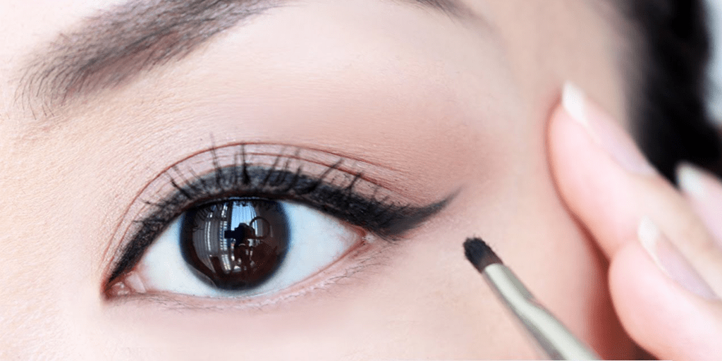 How to Perfect Winged Eyeliner for Autumn