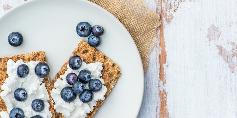 How to Pick the Right Healthy Snacks for Work